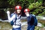 朝由珍(yutsun)瀑布的雨林徒步游和洞穴探险套餐