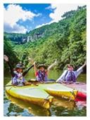 カヌーからピナイサーラの滝を望む
